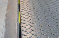 Spaltabdichtung hinten mit Schaumfüllung für Überladebrücken 80mm, Länge 1500mm